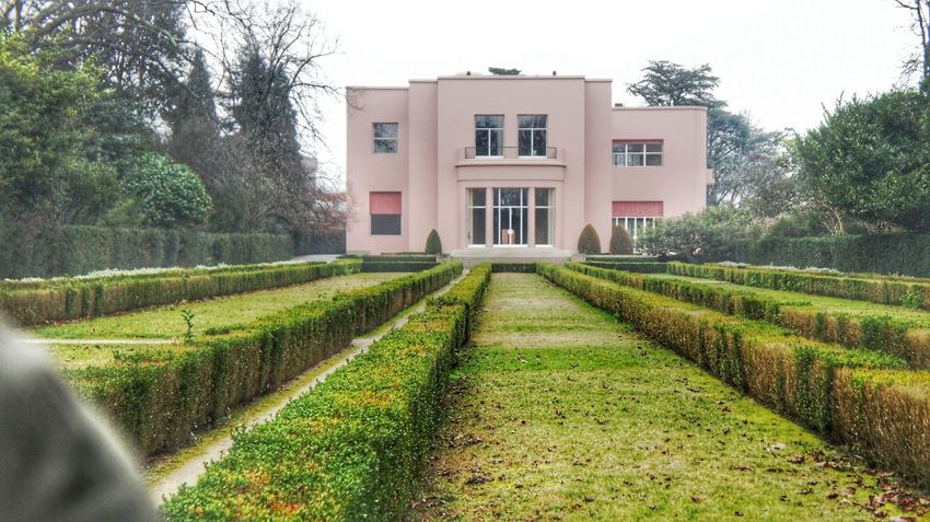 TakeoverContrast Pinkhouse Architecture Green Color Outdoors Nature Exterior No People In Front Of Built Structure Building Exterior Tranquility Day Sky Rain
