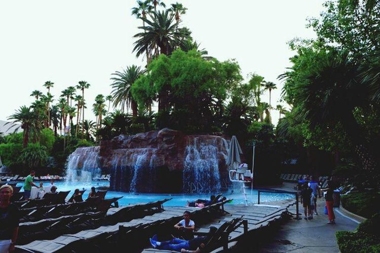 Las Vegas Summerholidays Pool Hotel TheMirageWaterfall