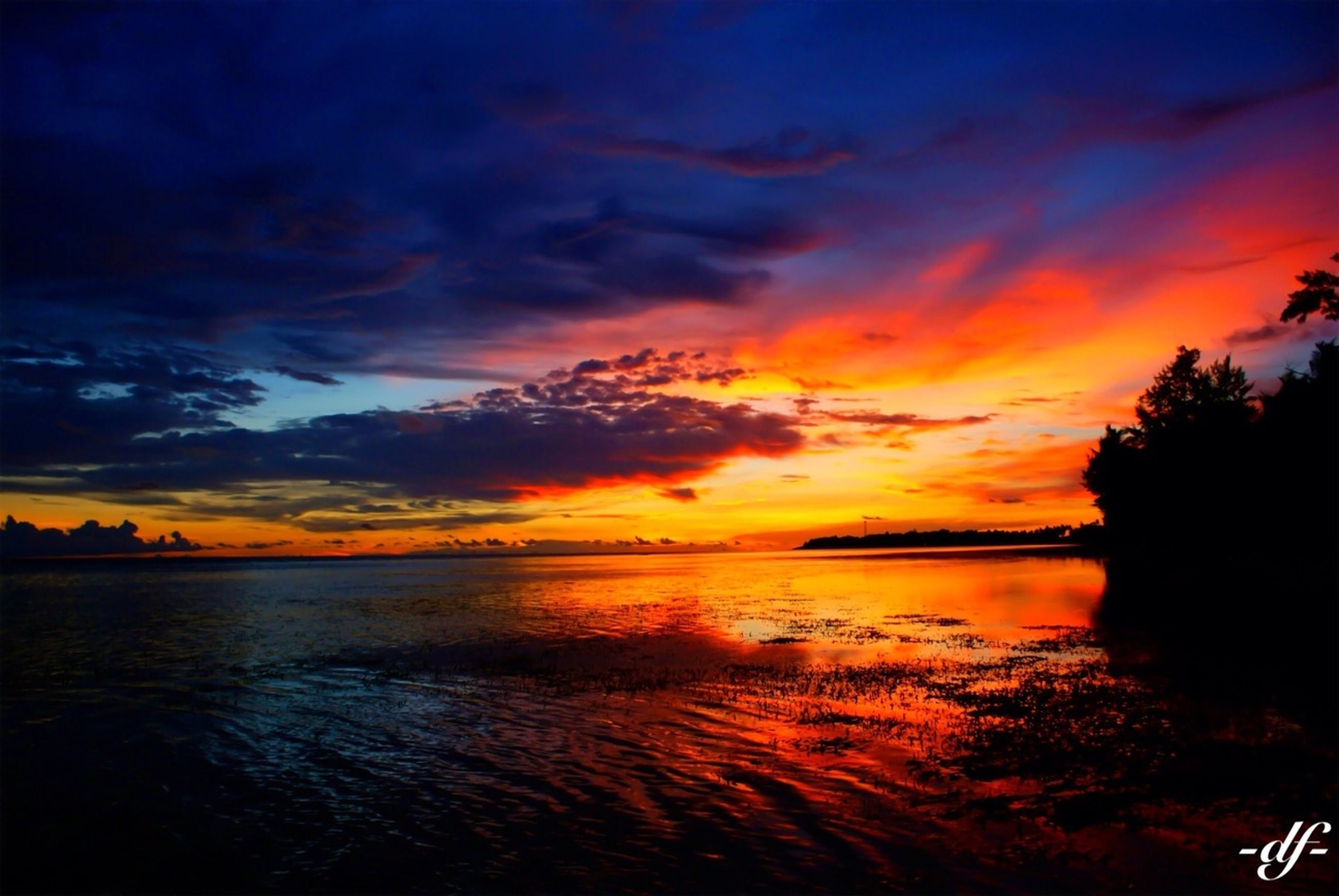 sunset, sea, water, scenics, sky, beauty in nature, tranquil scene, tranquility, orange color, horizon over water, cloud - sky, beach, idyllic, dramatic sky, nature, silhouette, shore, cloud, cloudy, atmospheric mood