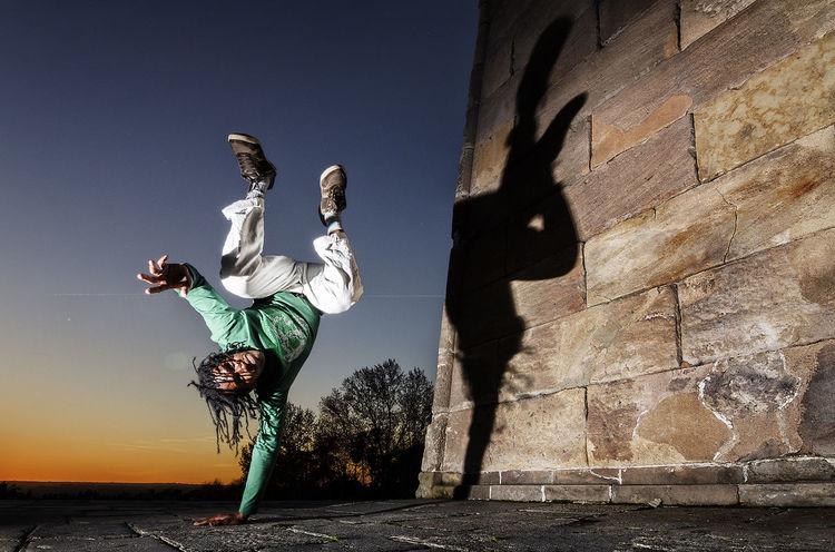 Capoeira Angola Martial Art Sport Shadow Angola Capoeira Be Brave Full Length Headwear City Men Sky