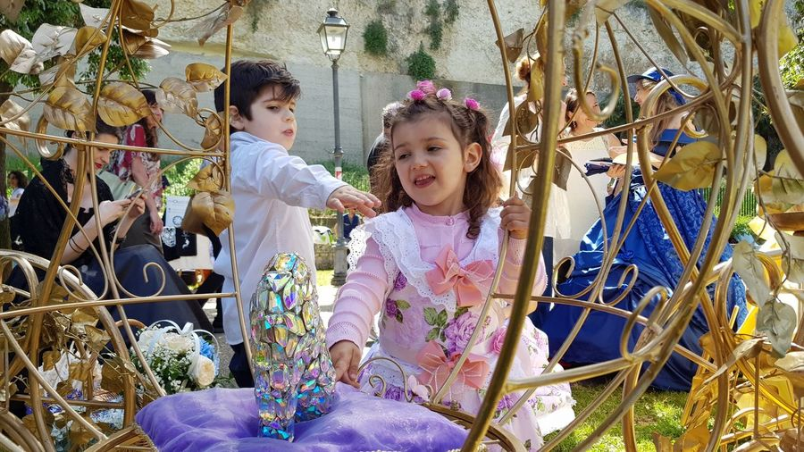 La Grande Jatte, Cagliari, Italy Giardini Pubblici Cagliari Giardini Pubblici La Grande Jatte Cagliari 27 May 2018 27 Maggio 2018 May 27 2018 Victorian Dress Victorian Clothes Flowers Victorian Style Victorian Times Child Childhood Togetherness Smiling Girls Portrait Happiness Playing