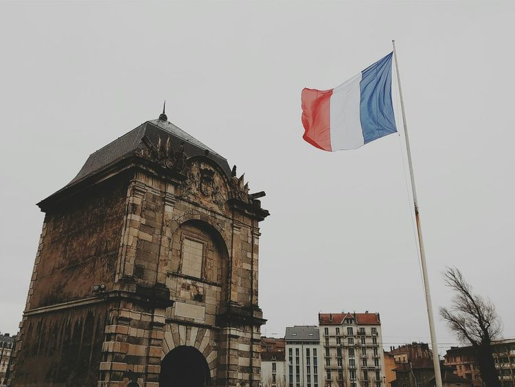 Very windy today 🍃 Love this weather ! Portedefrance Grenoble Flag Frenchalps