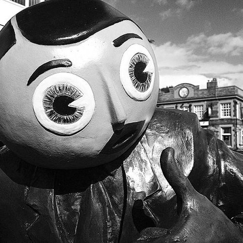 Frank Sidebottom statue, Timperley