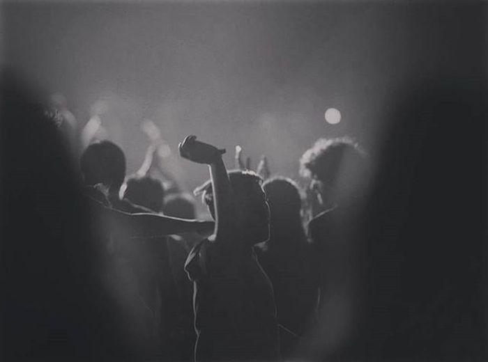 Nilüfermüzikfestivali Nilüfermüzikfestivali2015 Nilüfermüzikfest Bursa Zeytinlirockfest Nilüfer Festival Müzikfestivali Oivavoi Bridgetamofah Balat Shindig Party Black Events Entertianment foto © nilüferfest