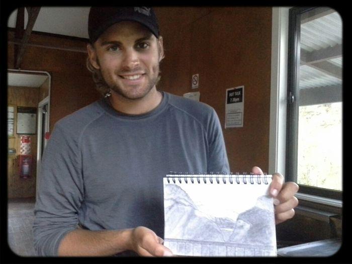 """Duncan, O Desenhista Canadense Da Routeburn Track. Desenhar Os Lugares Durante A Viagem Te Faz Enxergar Profundamente Os Detalhes Mais Improváveis. Você Acaba Aprendendo Mais E Melhor. Essa é Uma Das Ideias Do Livro """"A Arte De Viajar"""""""