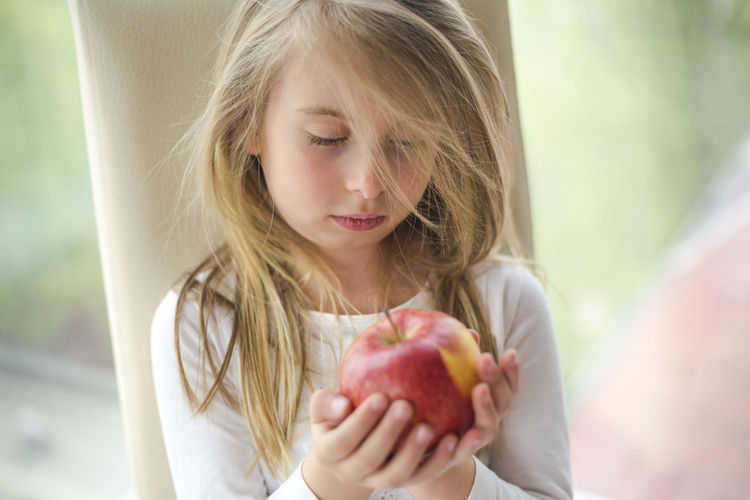 Healthy Eating Fruit Food Child Food And Drink Childhood Wellbeing Girls One Person Blond Hair Females Freshness Women Healthy Lifestyle Headshot Front View Lifestyles Real People Apple - Fruit Hair Innocence Hairstyle