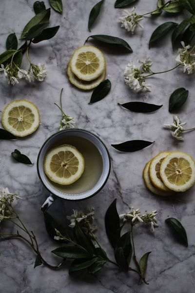 Lemon Citrus Fruit SLICE Fruit Lime Healthy Eating Cross Section Freshness High Angle View Halved Food No People Food And Drink Indoors  Ingredient Drink Refreshment Healthy Lifestyle Leaf Directly Above