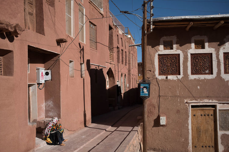 alley in the red village Abyaneh, Iran Kashan Red Village Alley Archaeological Sites Building Footpath Historical Place History Irantravel Persia Reddish Residential District Street Streetphotography Traditional Tranquil Scene Travel Destinations Village Life