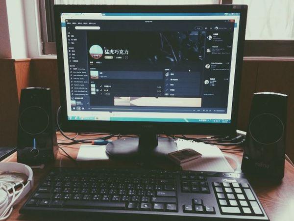 把視線都交給時間 把聲音都交給了風 總有一天我會等到你 而你會明白所有的事情 Music IndieBand Taiwan IndieMusic Indie 獨立樂團 猛虎巧克力 怡君 止水之湖