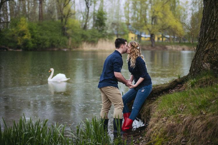 💏 Fujifilm Fujifilm_xseries Xpro2 The Week on EyeEm Love Water Young Women Togetherness Pets Full Length Bonding Lake Men Sitting Happiness Swan Teenage Couple