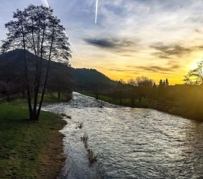 Downstream convergence 🌅✈️ Downstream Convergence Riverofdreams Sunset #sun #clouds #skylovers #sky #nature #beautifulinnature #naturalbeauty #photography #landscape Nature Photography EyeEm Nature Lover EyeEm Best Shots - Nature Mountain View Spectacular Scenery I Love My City Waldkirch Blackforest