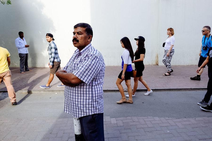 Daan Dubai EyeEm Best Shots EyeEmBestPics EyeemPhilippines Eyeemphoto Eyeemphotography Fujifilm People Photography People Watching Street Street Photography Streetphoto_color Streetphotographer Xt1