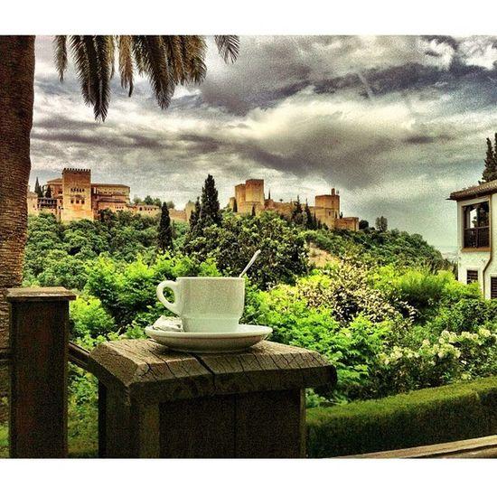 Y.... café con vistas. #Alhambra #Graná #igersgranada #igersespaña #instagramers #photooftheday Igersespaña Photooftheday Alhambra Instagramers 50likes 55likes Granadaturismo Graná Igersgranada