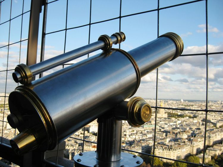 Seeing The Sights Paris Eiffeltower Eiffel Tower Eifel Tower Eifeltower Eifelturm Fernglas Beautiful Sight Enjoying The Sights Sight Sights & Views  Sightglass Close Up Technology