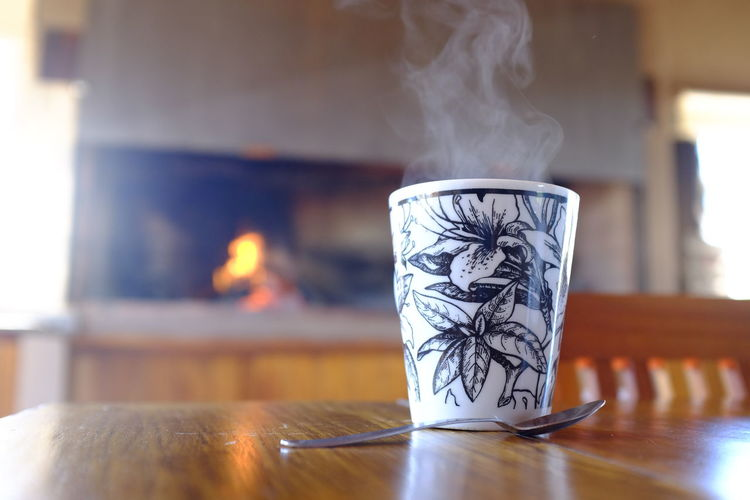 te con jengibre Table Indoors  No People Focus On Foreground Drink Still Life Close-up Food And Drink Cup Art And Craft Smoke - Physical Structure Heat - Temperature Selective Focus Refreshment Burning Nature Day Hot Drink Creativity Floral Pattern Te InFusion Jengibre Taza Vapor Cuchara Sobremesa