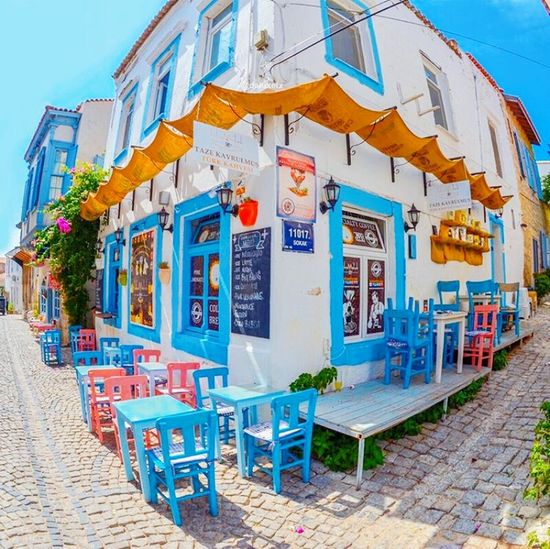 Outdoors Sunlight Multi Colored Blue Sky Façade Store Building Exterior City Architecture No People Day
