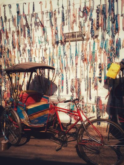 Bicycle Transportation Land Vehicle Mode Of Transportation City Street Architecture Parking Building Exterior Stationary Wall - Building Feature Rickshaw Outdoors Sunlight Multi Colored Day Building Built Structure No People Graffiti