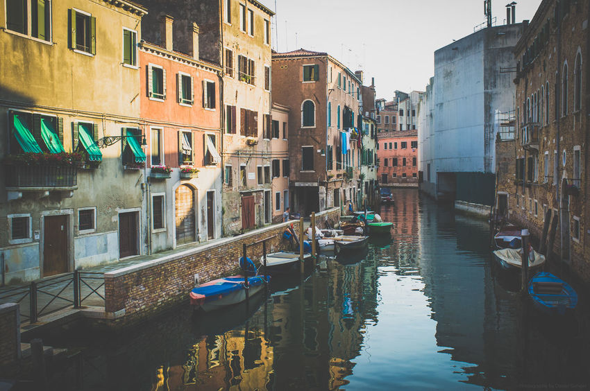 Venedig, Italien Architecture Boating Boats Europa Europe Fujifilm_xseries Fujixseries Italia Italien Italy Italy❤️ Pastel Power Street Photography Streetphotography Vacation Venedig Venezia Venice Watersports