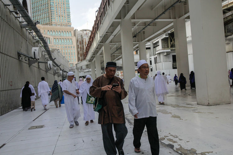 Mecca Umrah Walking Around Al Haramain Masjidil Haram Expansion Men Mosque People Real People