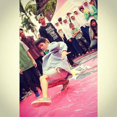 Fighting for footwork !! Fight fight !! BBOY Footwork Likalikufloor Adidasgazelle