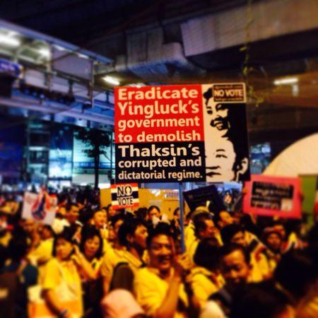 Thaiuprising Shutdown Bangkok กปปส ผู้ชุมนุมประมาณ1,000กว่าคนแค่นั้นเอง!!! แค่ไม่มีที่เดิน!!! รีบๆมานะตำรวจ!!!