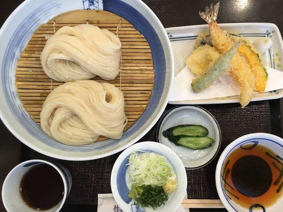 22年ぶりに学生時代の友人と再会。相手はオヂさんになってしまっていました(^◇^;) Udon Inaniwa Udon YUZAWA Yuzawa City Inaniwa Tempura Food Porn Japanese Food Japanese Culture Japanesefood Japanese Traditional Akita The Purist (no Edit, No Filter)