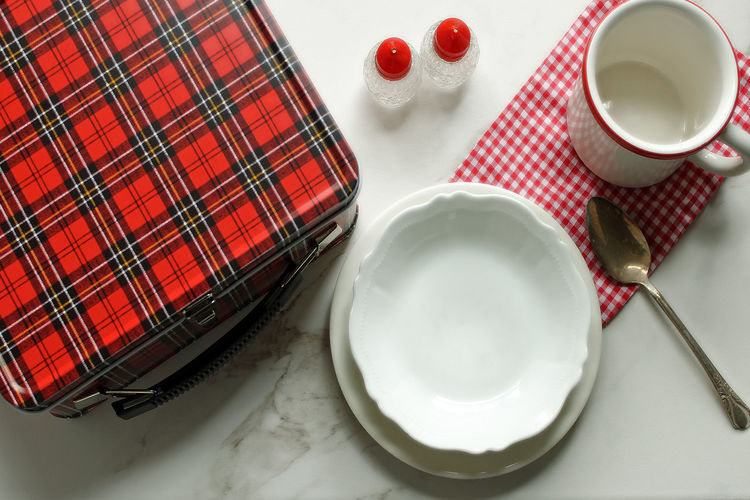 Lunch box break Cold Lunch Colorful Colorfull Dishes Festive Food And Drink Food And Drink Food Choices Gingham Check High Angle View Indoors  Lunch Lunch Box Lunch Break Lunch Time! Over Head Shot Pack A Lunch Plaid Red Table Setting Tablecloth