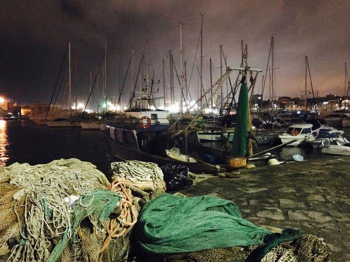 Porto di Catania e reti da pesca Pescatori Pesca Reti Porto Peschereccio Barche Notte