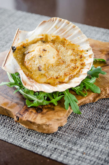 Colours Cooking Food Styling Freshness Ready To Eat Rocket Seafood Close-up Cutting Board Day Fish Food Food And Drink Food Photography Freshness Healthy Healthy Eating Indoors  No People Ready-to-eat Scallop Table Vegetable Wood - Material