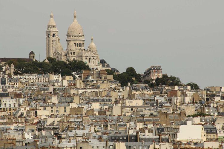 Buildings and basilique du sacre coeur against clear sky