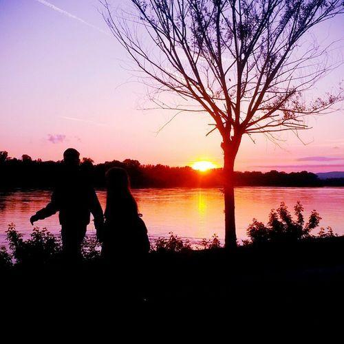 Vac Hungary Danube Sunset Lastshine Couple Walking Together Love Help Me Lose My Mind