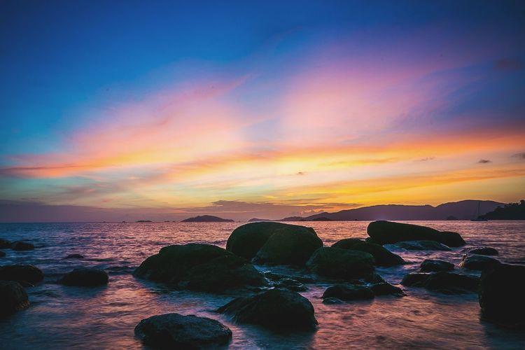 Beach Sunset Landscape Sea Ocaen Sunset Light And Shadow Light Sunlight Sky Outdoors Evening Holiday Water Sea Sunset Beach Multi Colored Wave Refraction Sky Horizon Over Water Cloud - Sky Seascape