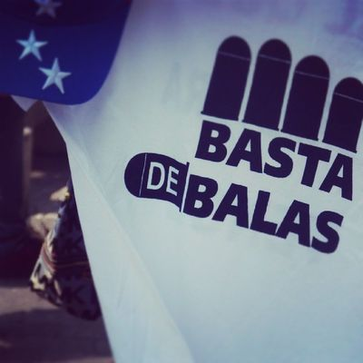 26m Chacaito Venezuela SOSVenezuela ResistenciaVzla sos laverdad estudiantes gobiernocorructo prayForVenezuela fuerza elquesecansapierde camisa eatampado bastadebalas caracas