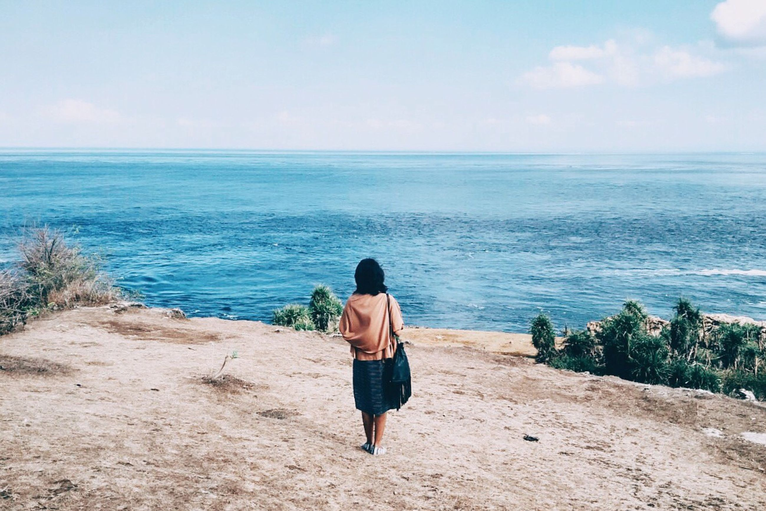 sea, rear view, horizon over water, water, full length, sky, lifestyles, beach, leisure activity, beauty in nature, tranquility, tranquil scene, scenics, casual clothing, shore, nature, standing, person