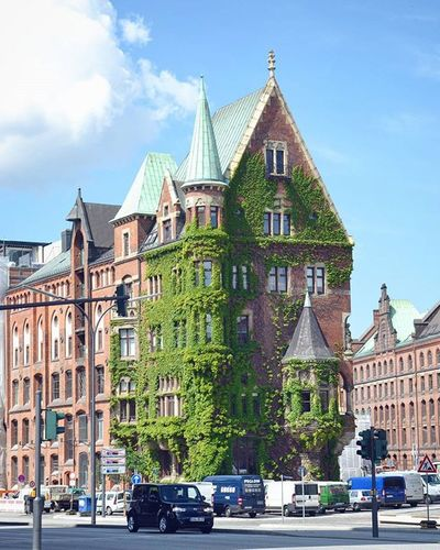 Hamburg Hamburg Hafencity Hafencityhamburg Architecture Rathaus Travel Traveltheworld Travel_2_germany Street Springingermany Spring City Explore Explorenewplaces Beautiful Reise Deutschland Germany Europe Travelgram Instatravel Instamoment Building