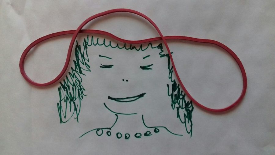 Roter Hut Red Hat Loop Gummipuppe Gummikunst Rubber Bands Rubber Band Drawing - Art Product Zeichnung  Hut Hat Gummihut Lady In Red Dame Lady Arts Culture And Entertainment Portrait No People Day EyeEmNewHere