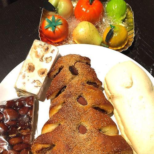 Freut mich.... Ein gruss aus Sizilien Food Sicilia Sizilien Sicily Fruttamartorana Ciambella Torrone Buccillato Tumblr Lomoblog November Spezialitäten