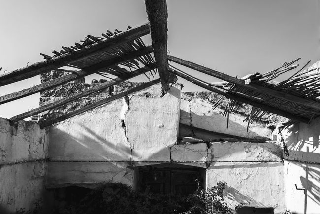 ROOF Low Angle View Day Outdoors No People Built Structure Sky Architecture Photographyislifee PerspectiveShot Perspective View Tantebellecose Photograph Photographer Streetphotography Streetphotographer Black And White Collection  Bw_lover Bw_collection Blackandwhitephotography Black&white Followme Bw_society Salento WestCoast Wild