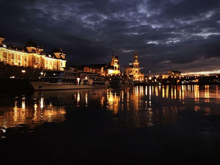 Blick von der Elbe auf die Brühlsche Terrasse bei Nacht First Eyeem Photo