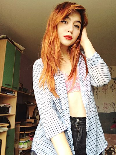 Young Women Young Adult One Person Standing Lifestyles Beauty Casual Clothing