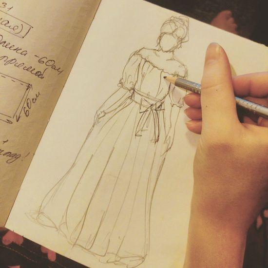 Кто то спит, а Оля трудится над созданием нового платья👗 дизайнеродежды Эскиз проектплатье пошив работаюночью вдохновение