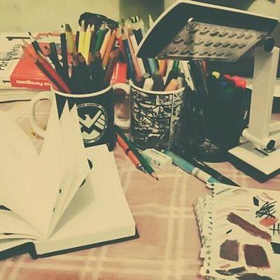 Frio+chuviscos +lápis +canetas -provas -trabalhos =♡♡♡😍😍 Lapisdecor Marcadores Colorbook Hobby Instadoodles
