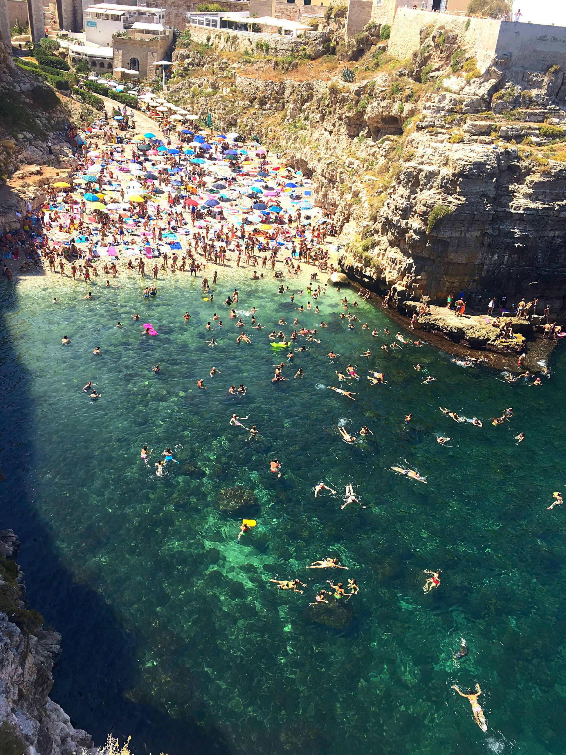 large group of people, high angle view, crowd, real people, water, day, leisure activity, men, outdoors, people