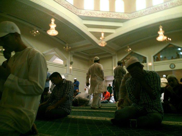 Hz339 Under Pressure Crowd Praying Time Masjid Dubai❤