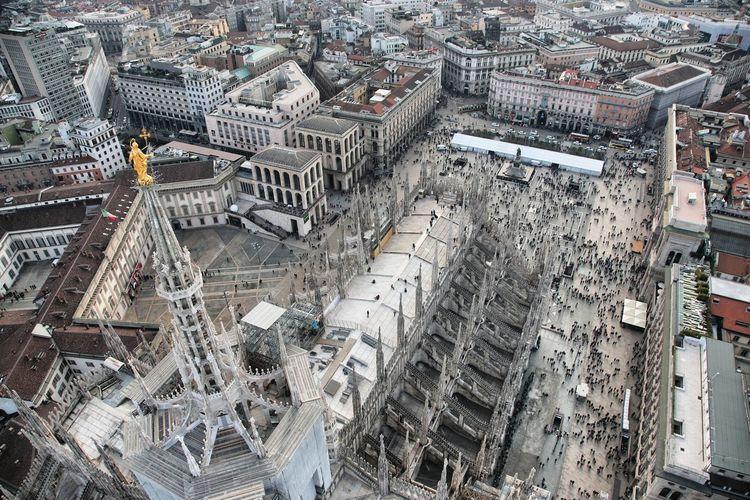 Veduta aerea sul Duomo di Milano (foto andrea cherchi) Duomo Milan Milano Aerial View Architecture Building Exterior Built Structure City Cityscape Day Duomo Di Milano High Angle View Outdoors Roof