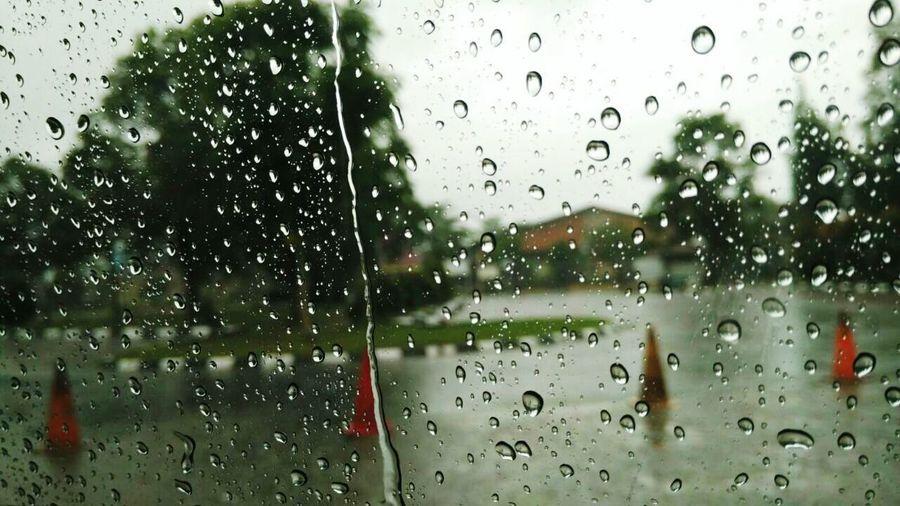 Drop Window Wet Rain Water Weather Transportation Rainy Season RainDrop Car Xiaomi Photoshoot EyeEm Nature Lover Photography EyeEmBestPics Photographer Xiaomimi4i Indonesia_photography EyeEm Gallery Beauty In Nature Latepost Phone Photography