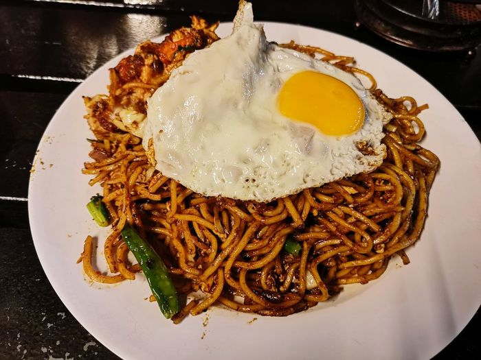 Mee goreng mamak Fried Mee Malaysia Tasty Dinner Food Fried Egg Mamak EyeEm Selects Egg Yolk City Fried Egg Plate Gourmet Cooked Table Food State Directly Above Sunny Side Up