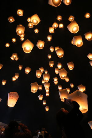 平渓天燈節 平渓天燈節 新北市 New Taipei City Sky Lantern Lantern Festival Lantern Taiwan 台湾 元宵節 Large Group Of Objects Candle Flame Religion No People Burning Celebration EyeEmNewHere The Traveler - 2018 EyeEm Awards