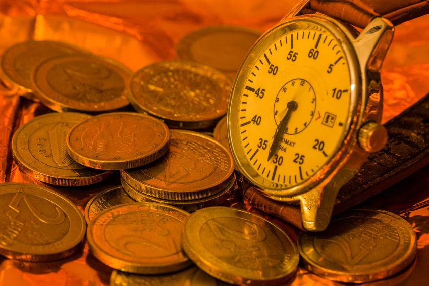 Zeit ist Geld Creativity Creative Creative Photography Nikon D7200 Time Close-up Still Life Clock Clock Hand Number Zeit Uhr Uhrzeit Finance Indoors  EyeEm Gallery Euro Ziffernblatt Shape Instrument Of Time Backgrounds Metal Economy Silver Colored Gold Colored 12 O'clock Number 12 Silver - Metal