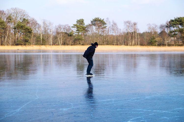 solo iceskater Schaatsen Natuurijs #Dutch #holland #IceSkating Nature_addict Iceskater Winter Winterwonderland Ice Skating Nature Nature_collection Nature Photography Naturelovers Roosendaal